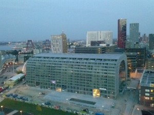 Markthal_Rotterdam_seen_from_the_Grote_of_Sint-Laurenskerk